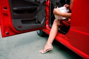 женщина и автомобиль